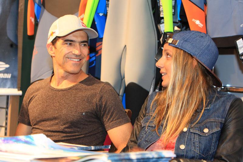 f143007bd3bc8 Fãs celebram Maya Gabeira e Carlos Burle na Star Point — Bikini Life